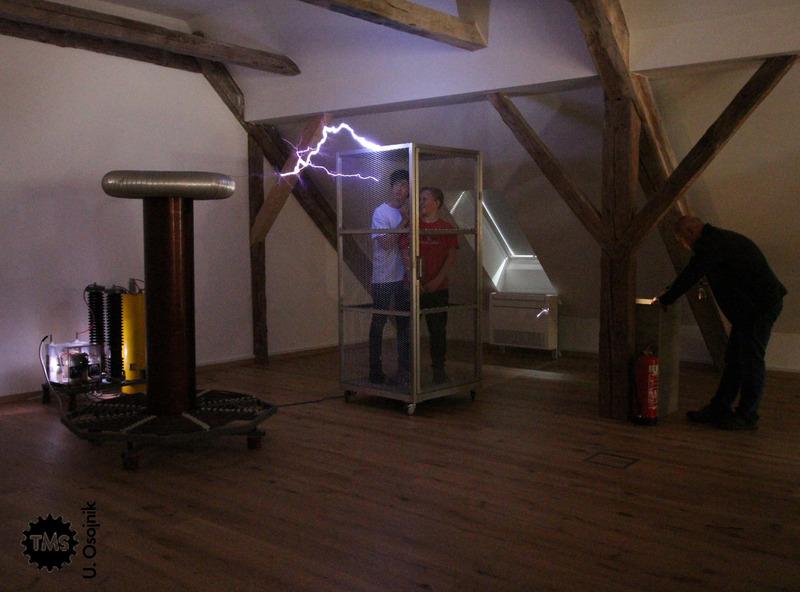 Ukročena elektrika, poskusi Nikole Tesle